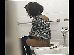 Izdilis black ass - slēptās tualetes cam