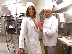 Beurette viesmīle ķēzīties ar viņa restorānā šefpavārs! f